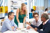 Setkání v kanceláři architekti