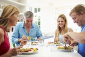 Rodina s dítětem jídlo