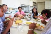 Vícegeneračních rodina jídlo