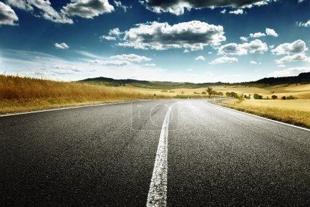 route asphaltée en Toscane, Italie