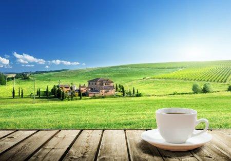 tasse de café et de paysage de Toscane, Italie
