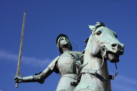 Photo pour Statue de Jeanne d'Arc à Paris - image libre de droit