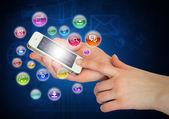 Ruce držící smartphone