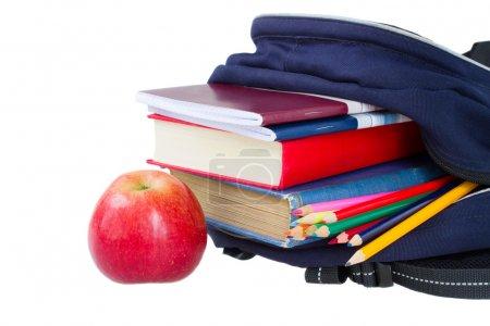 Photo pour École sac à dos rempli de papeterie isolé sur fond blanc - image libre de droit