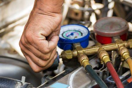 Photo pour Composants de voiture air comprimé à réparer - image libre de droit