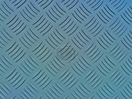 Photo pour Plancher industriel, avec un motif en relief diamant, se référant à des notions telles que le contexte des usines, les lieux de travail, la force, ainsi que le domaine de la métallurgie et de l'industrie lourde - image libre de droit