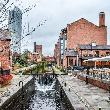 Photo pour Manchester, côté canal, Angleterre, Royaume-Uni - image libre de droit