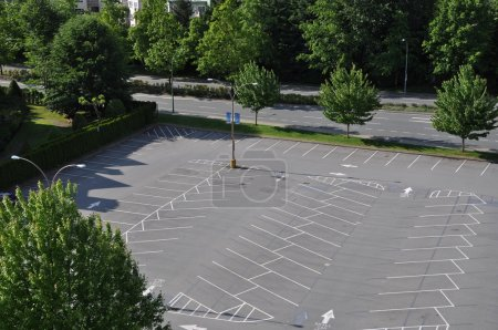 Photo pour Parking vide - image libre de droit