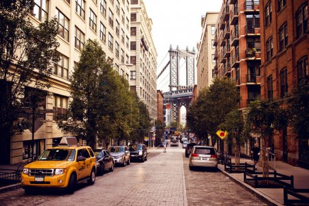 Photo pour Pont de Manhattan, vue depuis la rue de washington, brooklyn, new york - image libre de droit
