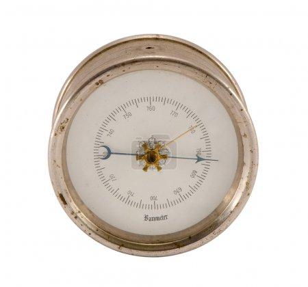 Photo pour Vieux baromètre vintage prévision météo isolé sur fond blanc . - image libre de droit