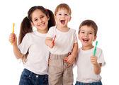 Glückliche Familie mit Zahnbürsten