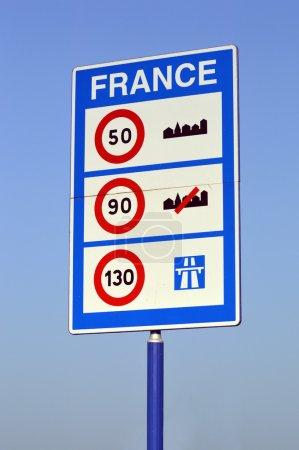 Foto de Signo de los límites de velocidad en la frontera francesa - Imagen libre de derechos