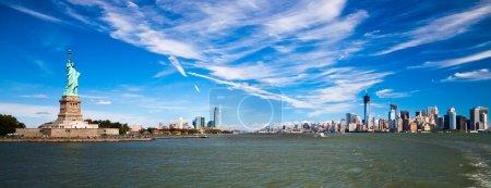 Photo pour La Statue de la Liberté à New York et New Jersey - image libre de droit