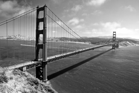 Photo pour Le Golden Gate Bridge à San Francisco en noir et blanc - image libre de droit