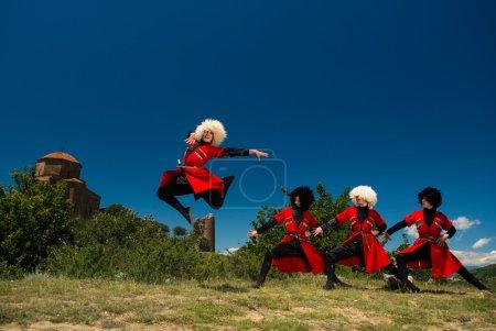 Photo pour Ensemble de chant et la danse nationale de plein air de la Géorgie erisioni - image libre de droit