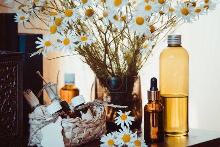 Photo pour Médecine à base de plantes Camomille . - image libre de droit