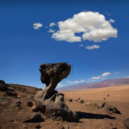Photo pour Parc National de la Vallée de la Mort Formation de pierre de Californie dans le désert - image libre de droit