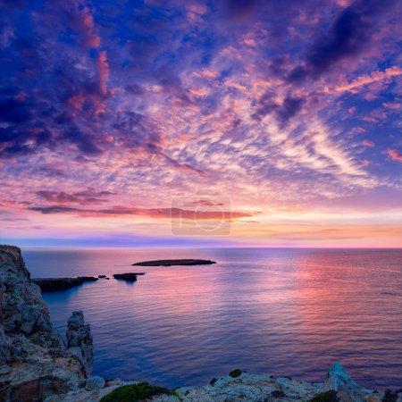Photo pour Coucher du soleil de Minorque en cap de caballeria Cap à Islas Baleares es mercadal - image libre de droit