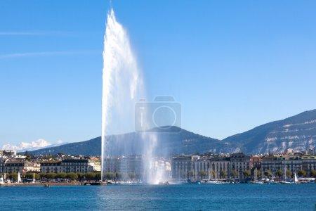 Photo pour Le jet d'eau le symbole de la ville de Genève en Suisse - image libre de droit