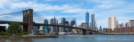 Panoramic view of lower Manhattan and Brooklyn bridge in New Yor