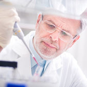 Scienziato vita ricercando in laboratorio