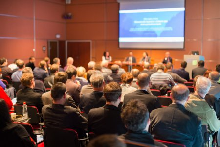 Photo pour Conférence d'affaires et présentation. public à la salle de conférence. - image libre de droit