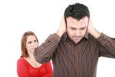 Mladý muž a žena naštvaná a konfliktní. zaměření na ženy