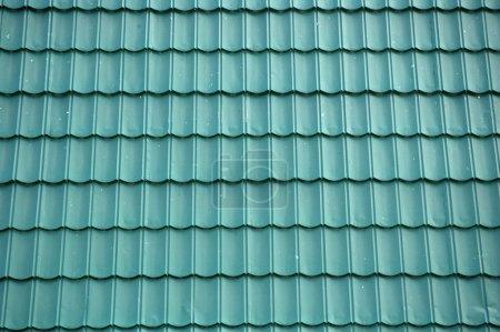 Photo pour Nouveau fond de toit en étain vert - image libre de droit