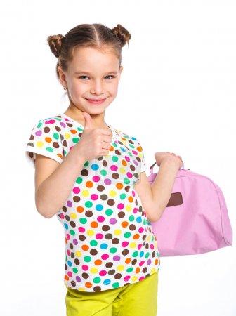 Photo pour Petite fille de mode avec sac. isolé le backround blanc. - image libre de droit