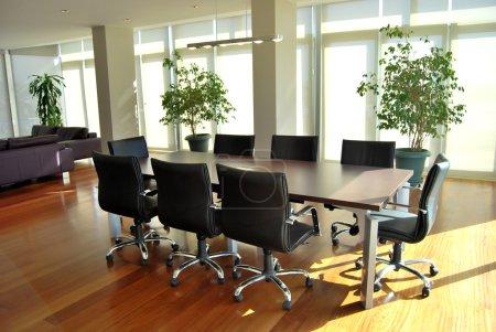 Photo pour Salles de conférences et de tables de réunion - image libre de droit