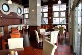 Prázdné restaurace