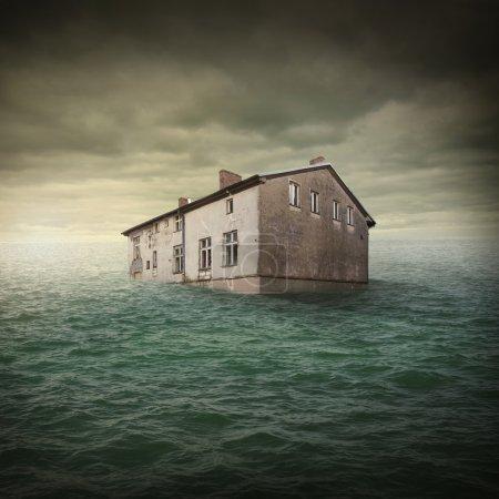 Photo pour Inondation de bâtiments - image libre de droit