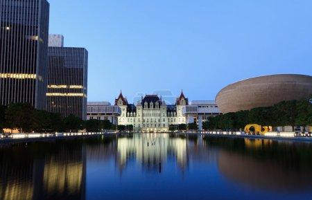Photo pour Capitole de l'État de New York, Albany après le coucher du soleil - image libre de droit