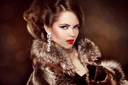 Luxury girl. Beautiful Woman wearing in Luxury Fur Coat. Jewelry