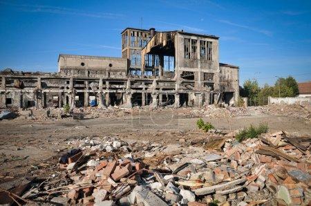 Photo pour Bâtiments en ruine - image libre de droit