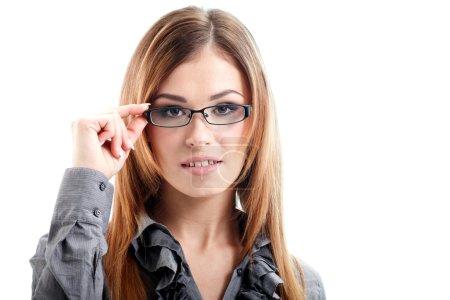 Photo pour Portrait de femme d'affaires dans des lunettes isolées sur fond blanc - image libre de droit