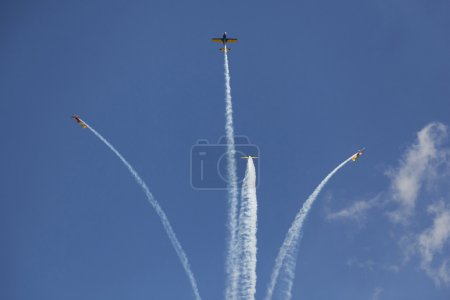 Airplanes breacking formation