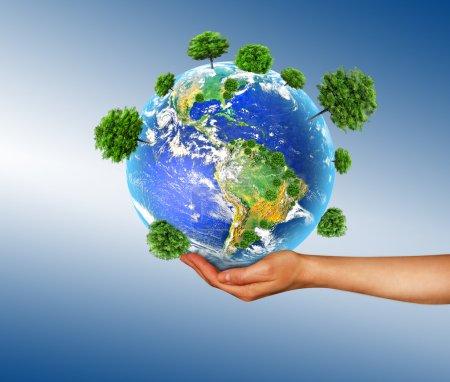 Foto de Globo en sus manos, América del Sur y del Norte. Elementos de esta imagen proporcionados por la NASA - Imagen libre de derechos