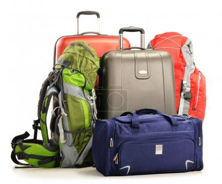 Bagages composés de grandes valises sacs à dos et sac de voyage