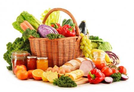 Photo pour Variété de produits d'épicerie bio isolé sur blanc - image libre de droit