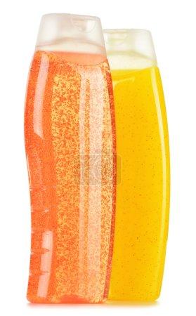 Photo pour Composition avec des bouteilles en plastique de produits de beauté et soins corporels - image libre de droit
