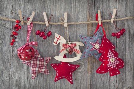 Photo pour Décoration de Noël sur fond en bois - image libre de droit