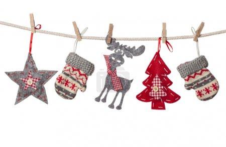 Photo pour Décorations de Noël suspendues isolées sur fond blanc - image libre de droit