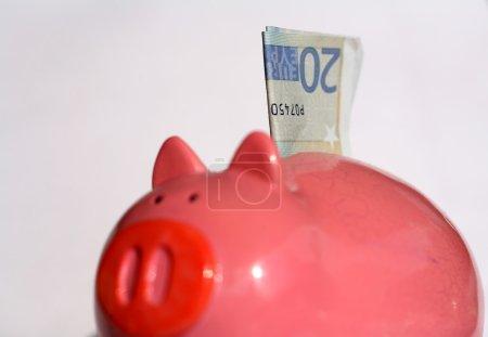Photo pour Boîte à monnaie, tirelire avec 20 euro banque pas - image libre de droit