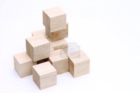 Photo pour Blocs jouets en bois sur fond blanc - image libre de droit