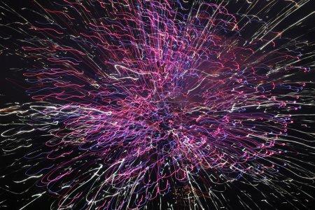 Photo pour Beau feu d'artifice coloré assis vitesse d'obturation lente - image libre de droit