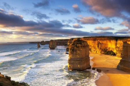 Photo pour Douze apôtres au coucher du soleil. Great Ocean Road, Victoria, Australie . - image libre de droit