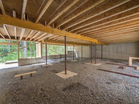 Photo pour Construction d'un sous-sol sous une nouvelle maison - image libre de droit