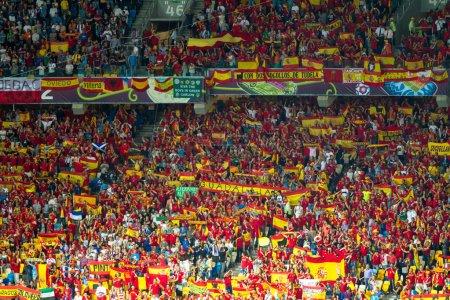 Photo pour Kiev, ukraine - le 1 juillet : équipe de football d'Espagne célèbre leur victoire du championnat uefa euro 2012 après le match contre l'Italie au stade olympique de nsc sur 1er juillet 2012 à Kiev, ukraine - image libre de droit