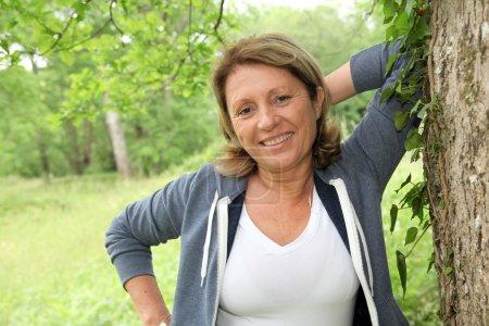 Foto de Retrato de mujer senior relajante después de trotar - Imagen libre de derechos